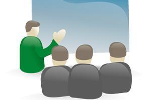 personne dans une présentation à un groupe